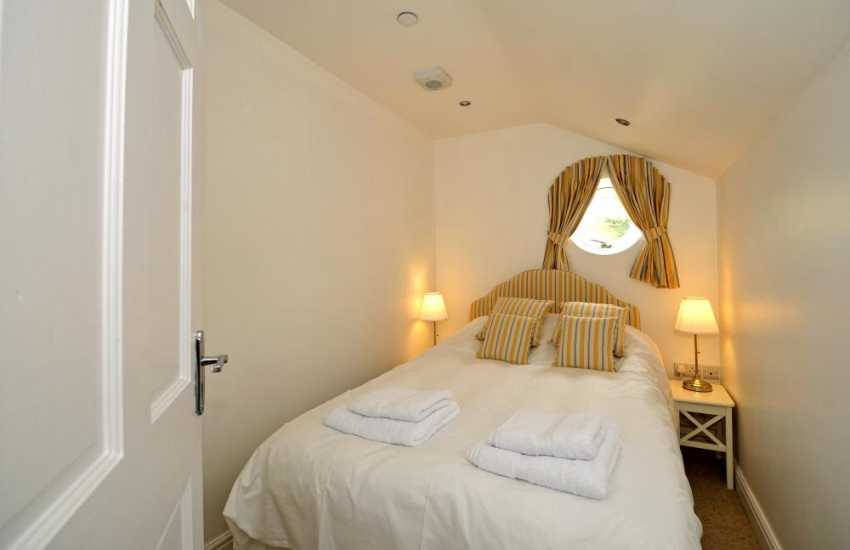 Beaumaris holiday apartment - bedroom