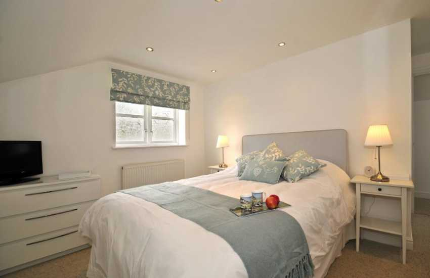 Beaumaris town centre accommodation - bedroom