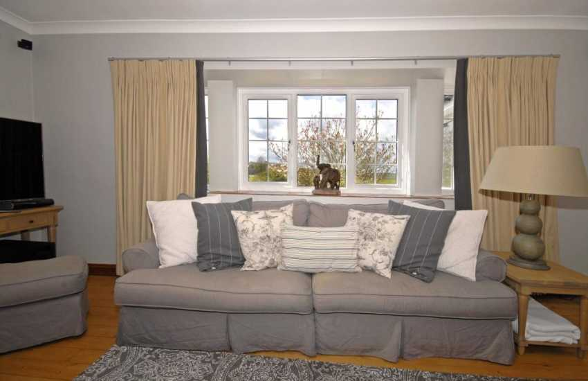 Elegant Carmarthenshire holiday house - spacious sitting room