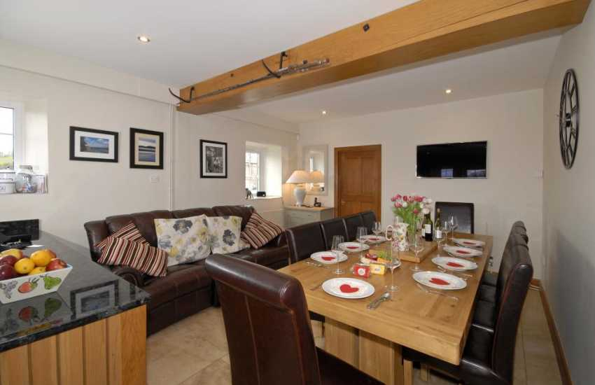 Self-catering Llansteffan - large family home with modern open plan dining area