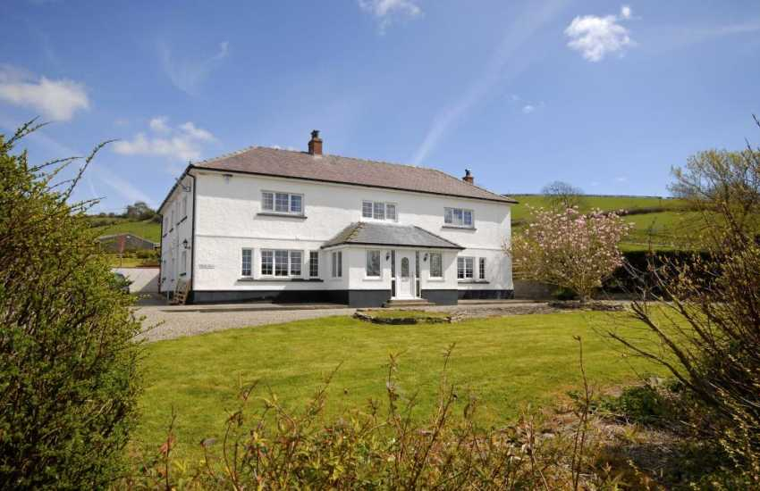 Carmarthenshire large renovated family holiday home with river views - pets welcome