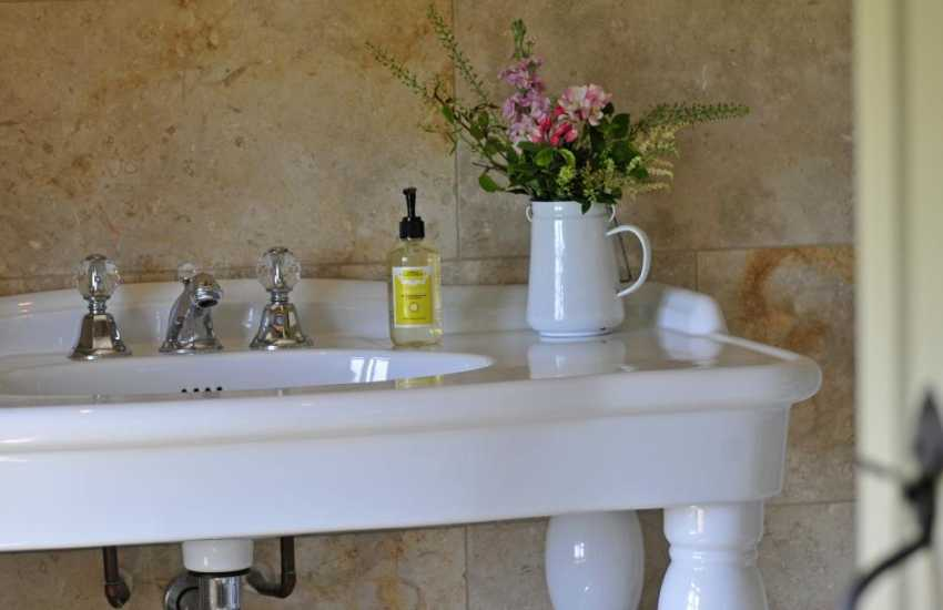 Hay on Wye self catering - ensuite shower room
