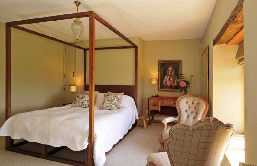 Hay on Wye luxury holiday house - kingsize bedroom
