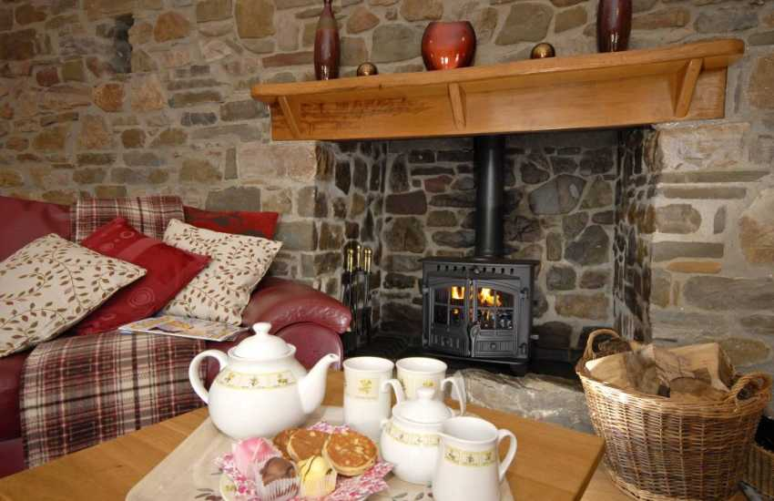 Cosy holiday cottage Gower with wood burning stove