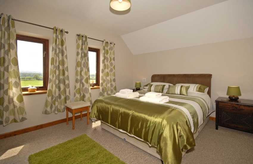 Pembrey Beach holiday cottage - master double with en-suite
