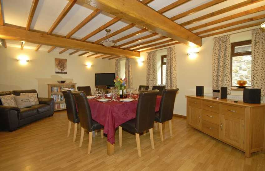 Holiday Cottage near Pembrey Country Park - spacious dining room