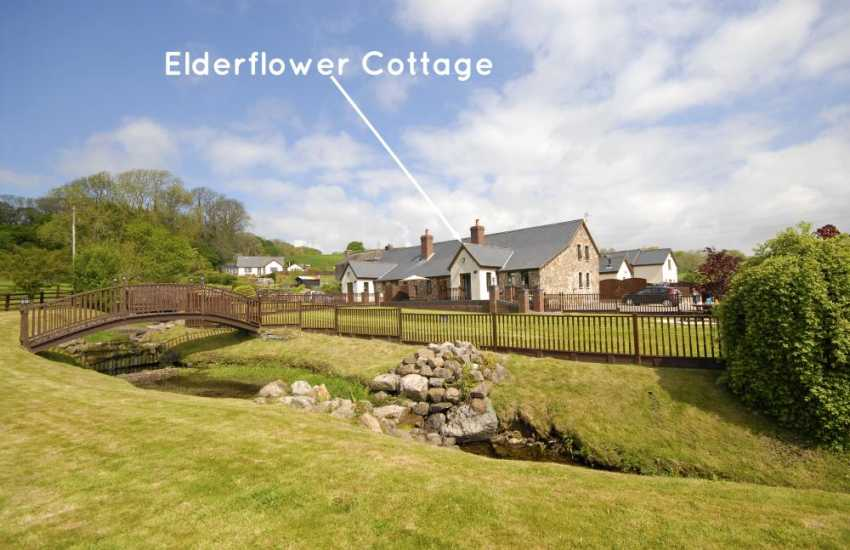 Pet friendly holiday cottage near Ffos Las Racecourse