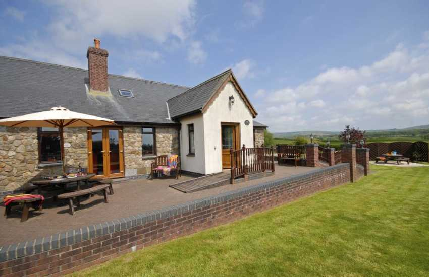 Gower holiday cottage with private patio and lawn gardens