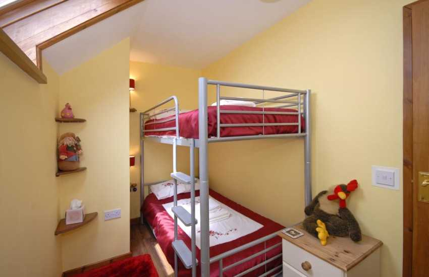Carmarthen Bay holiday cottage sleeps 8 - bunk bedroom