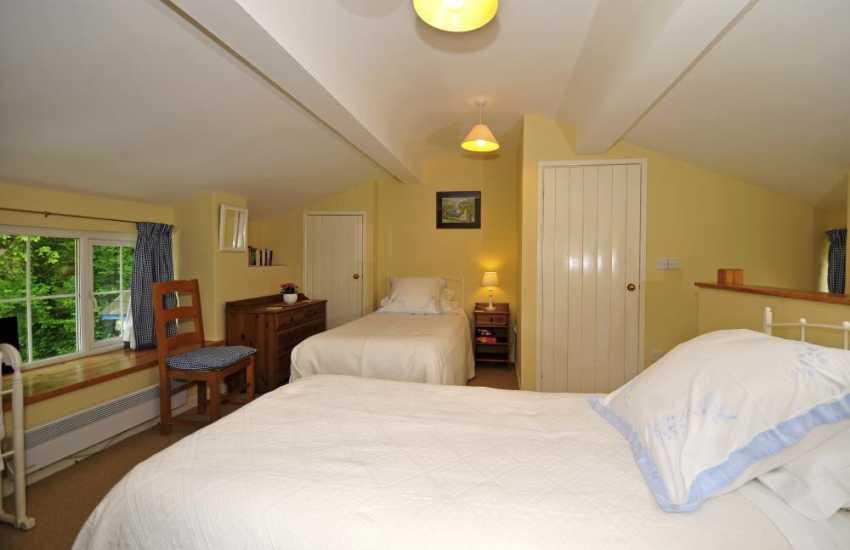 Romantic holiday cottage Bodnant Gardens - bedroom