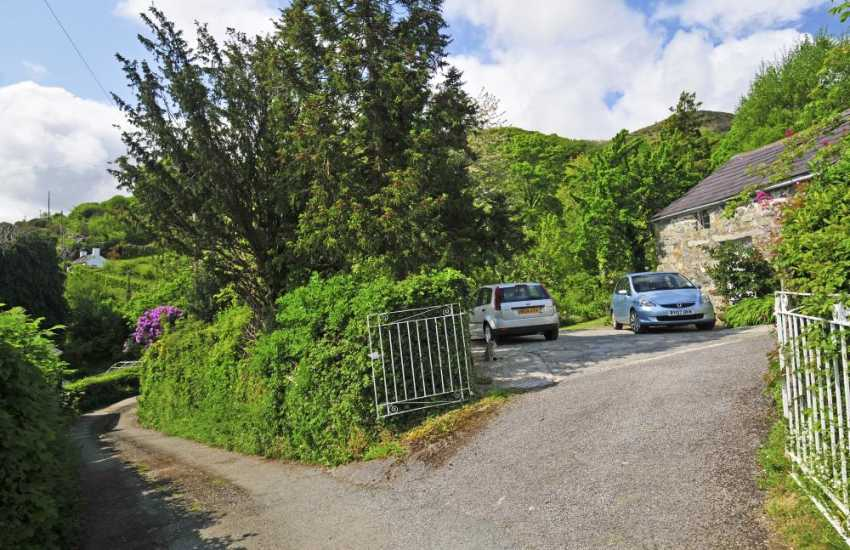Romantic Conwy Valley holiday cottage - driveway