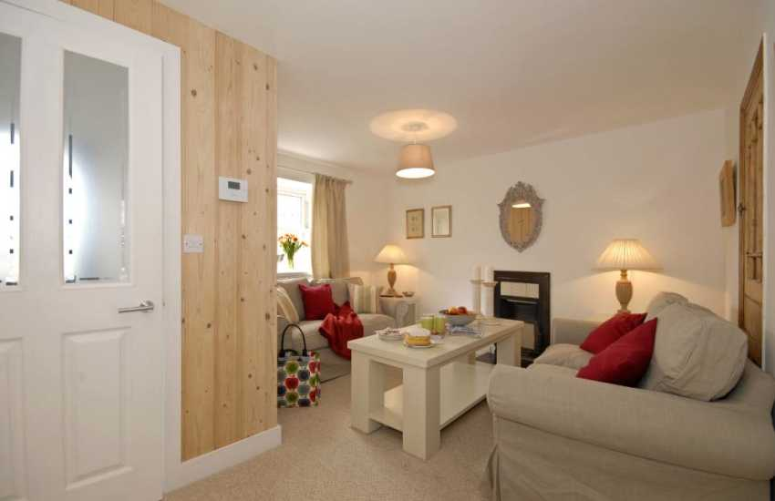 St Davids stylish holiday cottage - sitting room