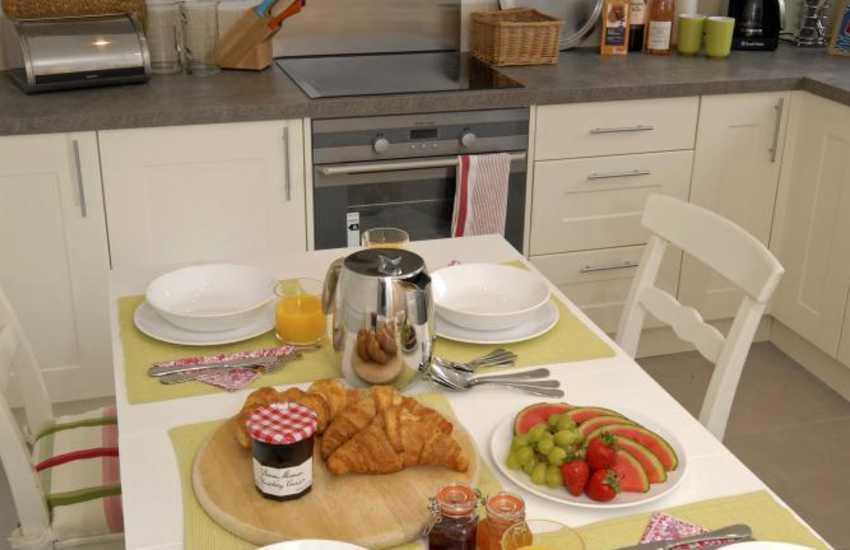 St Davids self catering cottage - modern open plan kitchen/dining room