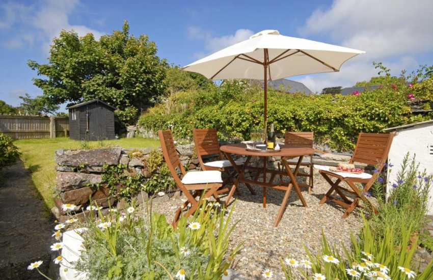 North Pembrokeshire, St Davids holiday cottage - enclosed rear gardens