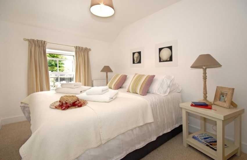 Pembrokeshire coastal cottage sleeps 4 - double master bedroom