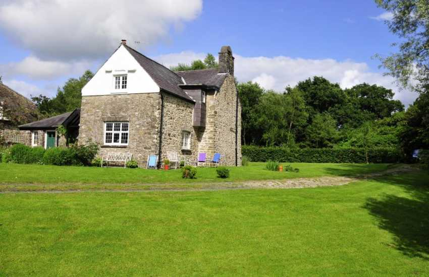 Holiday cottage on the banks of the River Cothi - Carmarthenshire