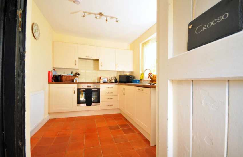Coed y Brenin holiday cottage - kitchen