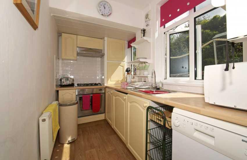 Harlech holiday cottage - kitchen