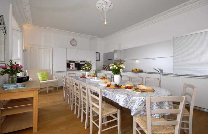 Tenby self catering - modern fitted kitchen/diner with Roberts 'Blutune' 200 sound system