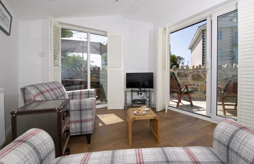 Holiday cottage by the beach Wales - sitting room