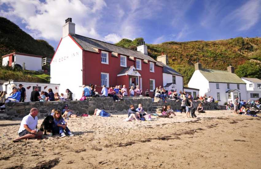 Ty Coch Inn on the sandy bay at Porthdinllaen