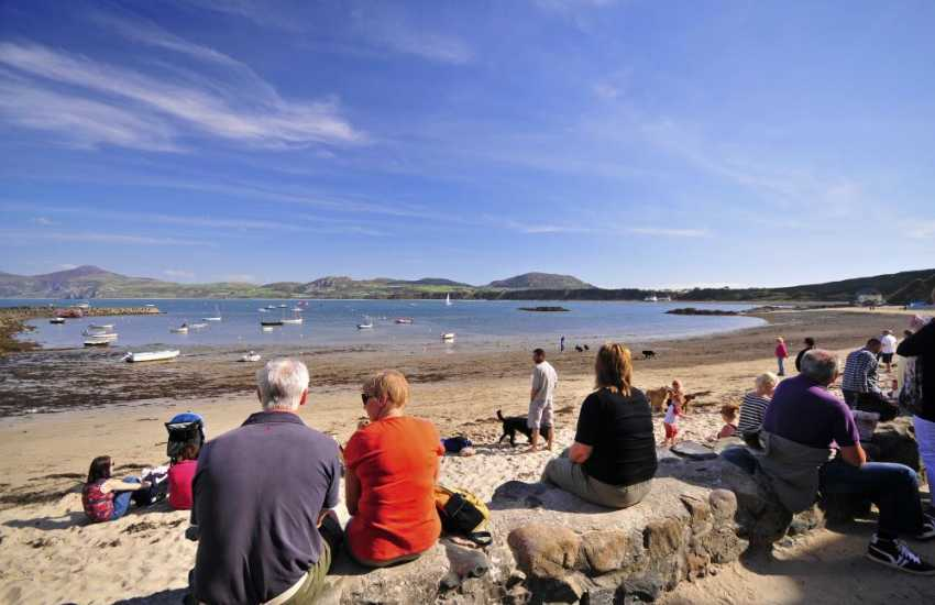 The Ty Coch pub is a short stroll along the beach from Morfa Nefyn