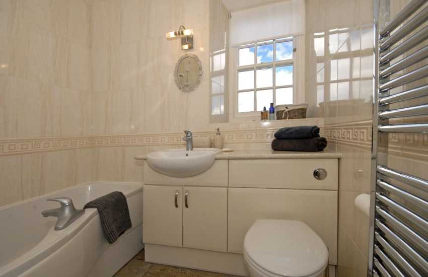 Tenby Harbour holiday apartment - family bathroom with P shaped shower