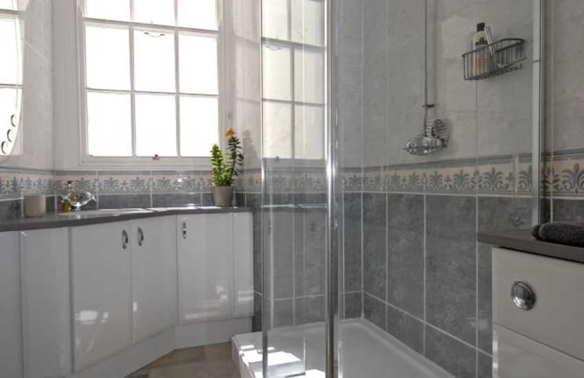 Tenby Harbour holiday apartment - family shower room