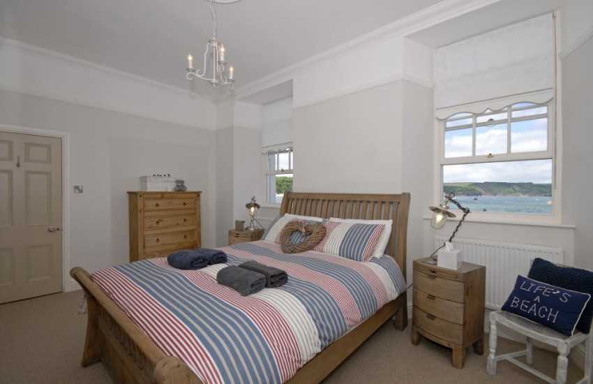 Tenby holiday apartment North Beach - Kingsize bedroom with sea views