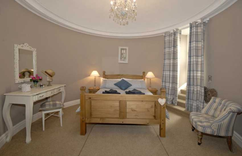 Tenby Harbour holiday accommodation sleeps 4 - double
