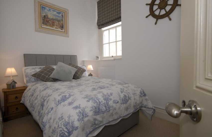 Tenby Harbour-luxury holiday apartment single bedroom