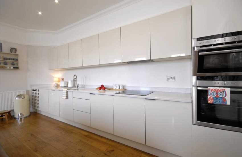 Self-catering apartment Tenby Pembrokeshire - modern open plan kitchen