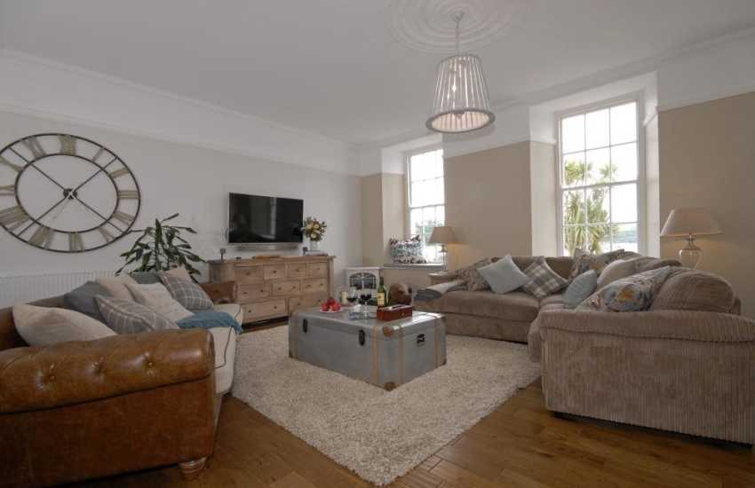Tenby Harbour contemporary holiday apartment - WiFi Smart TV with Bose Sound System, IPOD docking station