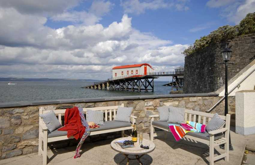 enby Harbour self catering apartment - terrace with sea views