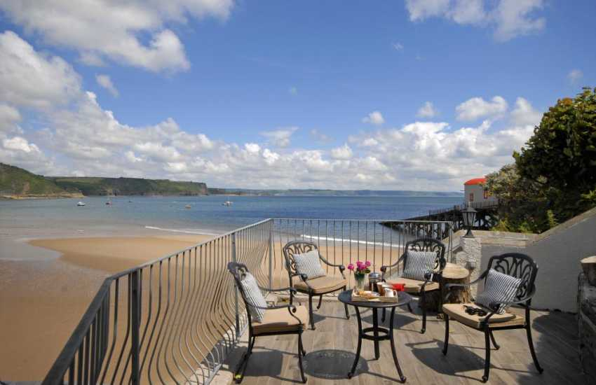 Tenby holiday  apartment with Carmarthen Bay sea views from the top terrace