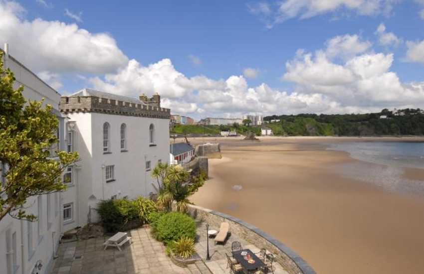 Tenby holiday  apartment with large spacious terrace