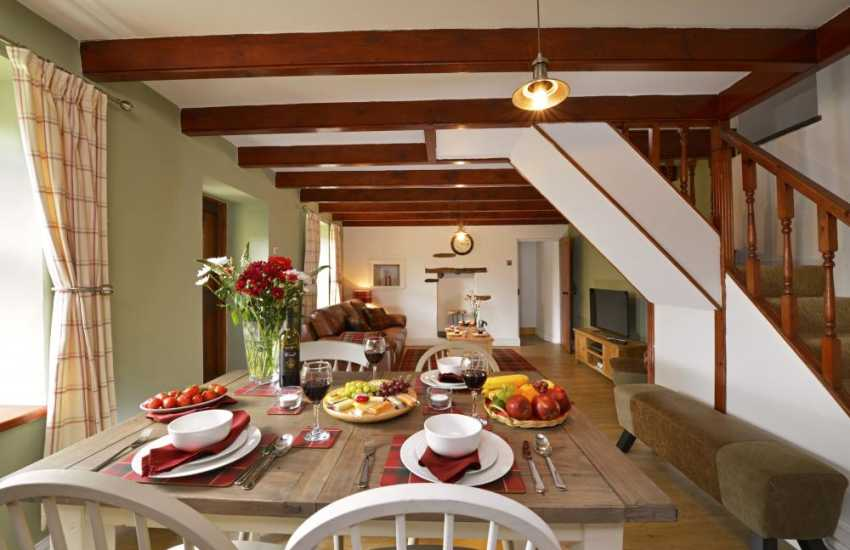 South Pembrokeshire holiday cottage - lounge dining