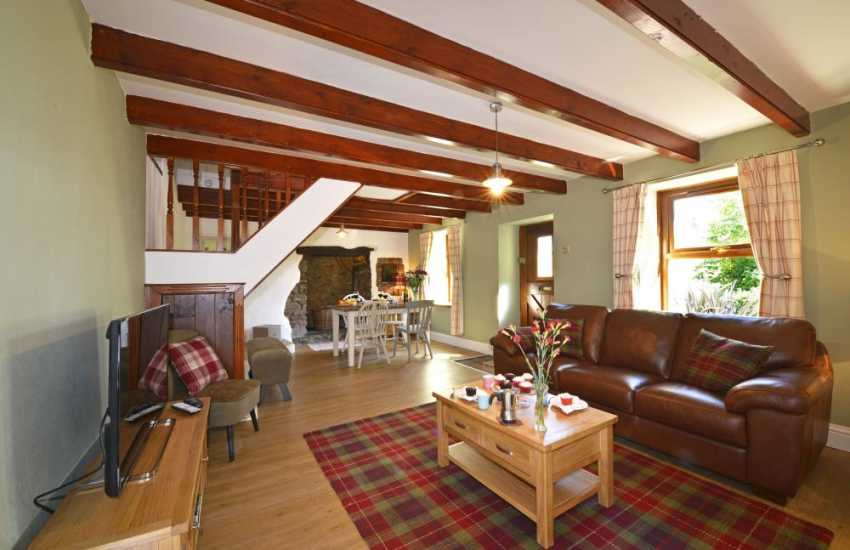National Park cottage holiday near the waterway - lounge