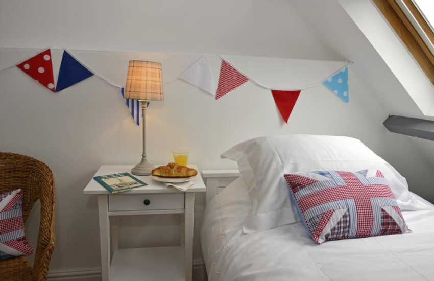 South Pembrokeshire cottage holiday - bedroom