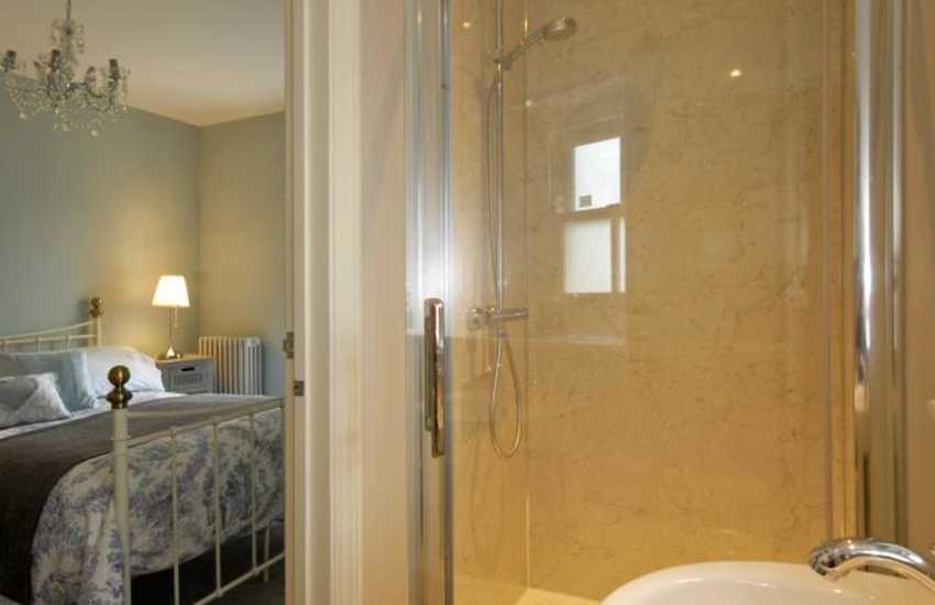 Pembrokeshire holiday cottage - en-suite shower