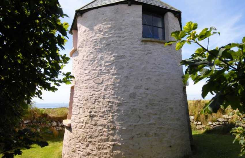 Holiday home with a Folly lookout with Panoramic sea views