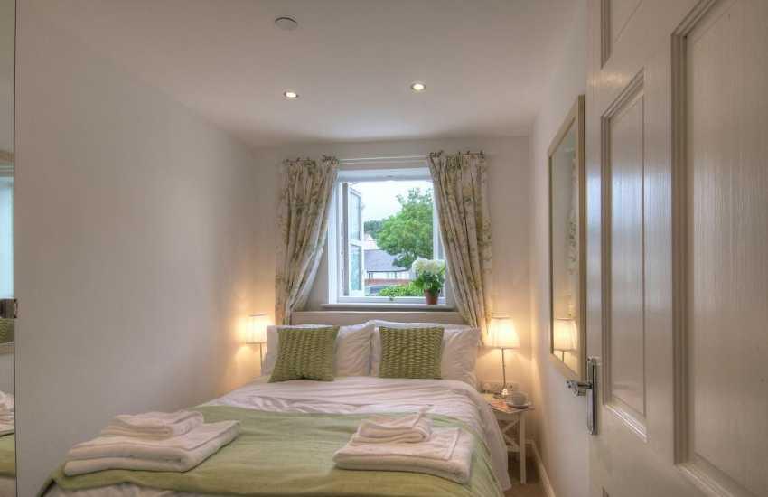 Beaumaris romantic cottage - bedroom