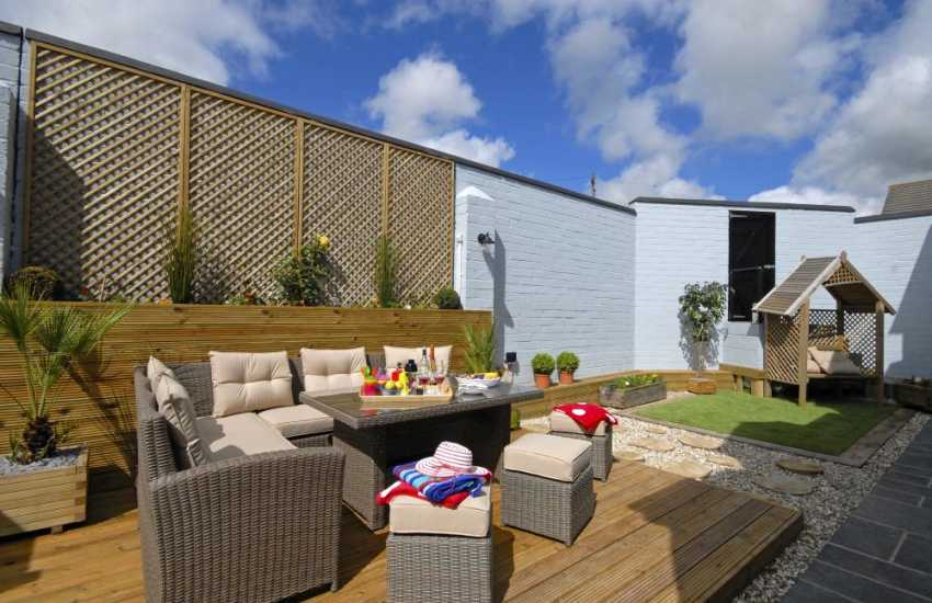 Pet friendly holiday cottage near Broad Haven North - enclosed private deck and garden