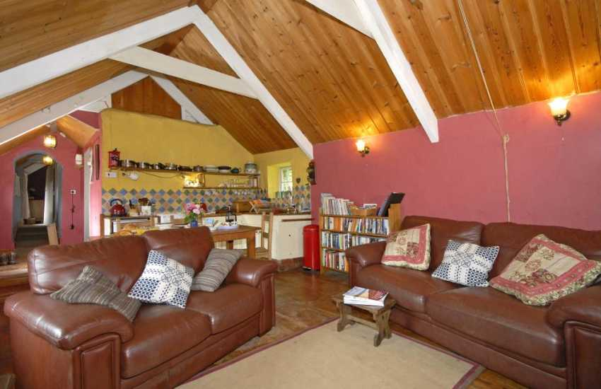 Cenarth Falls cosy holiday cottage with open plan living space