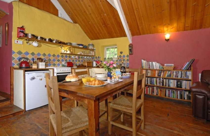 Self-catering Teifi Valley cottage with a fully equipped kitchen/dining area