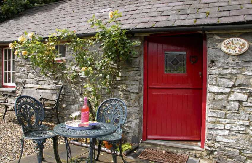 Cenarth Falls pretty holiday cottage