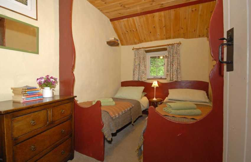 Holiday cottage in rural Carmarthenshire - hand crafted 2'6