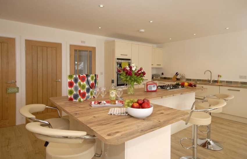 Self catering St Davids - holiday cottage with modern spacious kitchen area