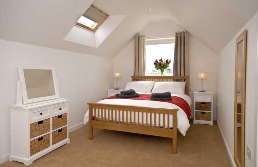 St Davids renovated holiday cottage sleeps 8 - double