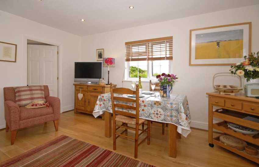 Self-catering Porthgain cottage - open plan modern kitchen/living/dining room